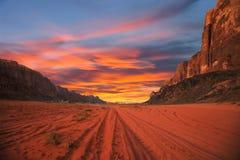 Puesta del sol en desierto Foto de archivo