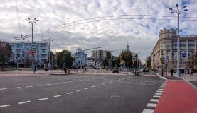 Quadrat Nikitsky Vorota mit Ansicht zur größeren Kirche der Besteigung Lizenzfreies Stockfoto