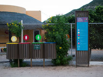 Recycle è preso seriamente anche in piccoli villaggi Immagine Stock Libera da Diritti
