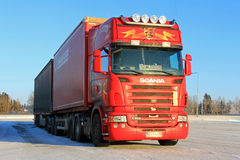 Red Scania R500 Long Haulage Truck in Winter Stock Photography
