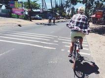 Reiten eines Fahrrades in Muine in Süd-Vietnam Stockfotos