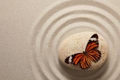 Roccia di zen con la farfalla Fotografia Stock
