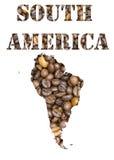 Südamerika-Wort und geographisches geformtes mit Kaffeebohnehintergrund Lizenzfreie Stockbilder