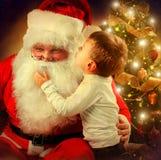 Santa Claus et Little Boy Images libres de droits