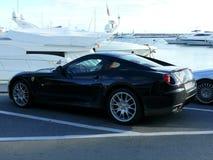 Schwarzes Ferrari-Coupé in Puerto Banus Lizenzfreie Stockfotos