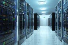 Serverruimte in datacenter Stock Afbeeldingen