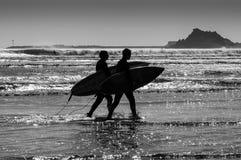 Silhouettiert Surfer Stockfotos