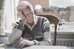 Sommeil de vieil homme Photo libre de droits