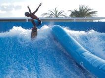 Surfen auf Brandungsarena Lizenzfreies Stockbild