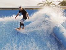 Surfen auf Brandungsarena Lizenzfreie Stockfotos