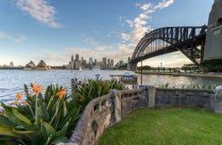 Sydney Harbour y el puente Fotos de archivo