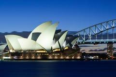 Sydney opera przy półmrokiem Zdjęcia Stock