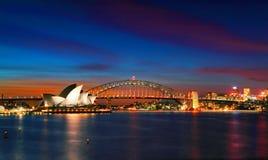 Sydney schronienia i opery most przy zmierzchem Fotografia Royalty Free