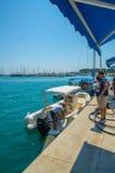 Tankstelle für Schiffe und Boote auf dem Hafen Stockfoto