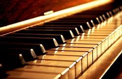 Tasti dorati del piano Fotografia Stock Libera da Diritti