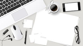 Tavola realistica dell'ufficio della cima di vettore con la tazza di caffè del computer portatile, carte, matita, compressa Fotografia Stock Libera da Diritti