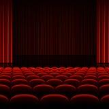 Teatru wnętrze z czerwonymi zasłonami i siedzeniami Obraz Royalty Free