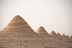 Tiri le capanne o le cime in secco del tetto delle cabine, il Mar Rosso, Egitto Immagine Stock