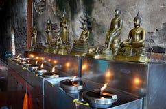 Tradition und Kultur von Thailand, Angebotöllampe der thailändischen Leute Stockbilder