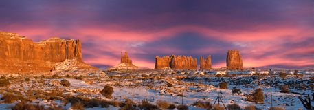 Tramonto di panorama della sosta dell'indiano di Navajo della valle del monumento Immagine Stock Libera da Diritti
