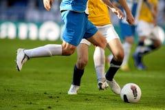 Twee voetballers vie Stock Fotografie
