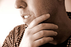 Un homme pensant Photographie stock libre de droits
