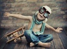 Un piccolo gioco del ragazzo Fotografia Stock