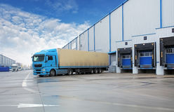 Unloading cargo truck at warehouse building Royalty Free Stock Photos
