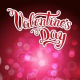 Ursprüngliche Hand, die glücklichen Valentinstag auf hochrotem backgro beschriftet Lizenzfreies Stockfoto