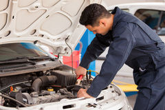 Using jumper cables to start a car Royalty Free Stock Photography