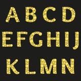Vektoralfabet med gula diamantbokstäver Lyxig briljant design med guld- ljusa och diamantkristaller Royaltyfri Fotografi