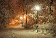 Vicolo di inverno alla notte Fotografia Stock