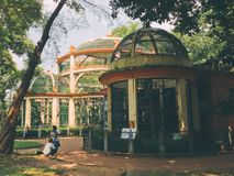 Vieilles cages pour des animaux dans le zoo de Saigon dans Soth Vietnam Photo stock