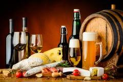 Vin, bière et nourriture Photos stock