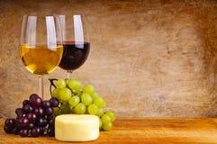 Vinho, uvas e queijo Imagens de Stock