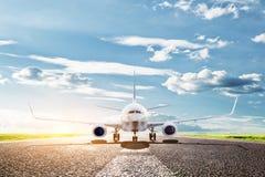 Vliegtuig klaar op te stijgen. Passagiersvliegtuigen, luchtvaartlijn. Vervoer, reis Royalty-vrije Stock Afbeelding