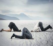 Vrees voor crisis met zakenman zoals een struisvogel Stock Afbeeldingen