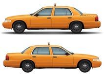Vue de côté de Victoria de taxi de voiture de couronne jaune de gué Photo libre de droits