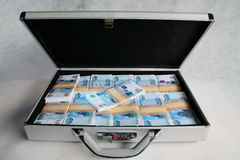 Walizka pełno pieniądze Zdjęcia Stock