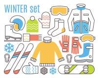 Wintersporttätigkeiten Snowboard, Ski und wärmen sich Stockfotografie