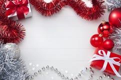 Witte en Rode Kerstmisachtergrond Stock Foto's