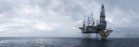 Zeejack up drilling rig over de Bovenkant van Olie en Gas Royalty-vrije Stock Foto's
