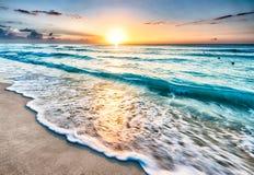 Zonsopgang over strand in Cancun Royalty-vrije Stock Fotografie