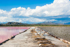 Zugang zwischen den Seen in der Salzproduktion Lizenzfreies Stockbild